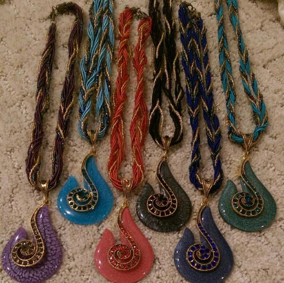 Jewelry - Hook Necklace